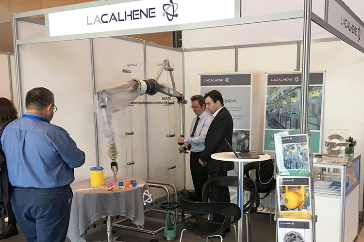 LaCalhene-EANM-booth-MA30-telemanipulator-test-2019
